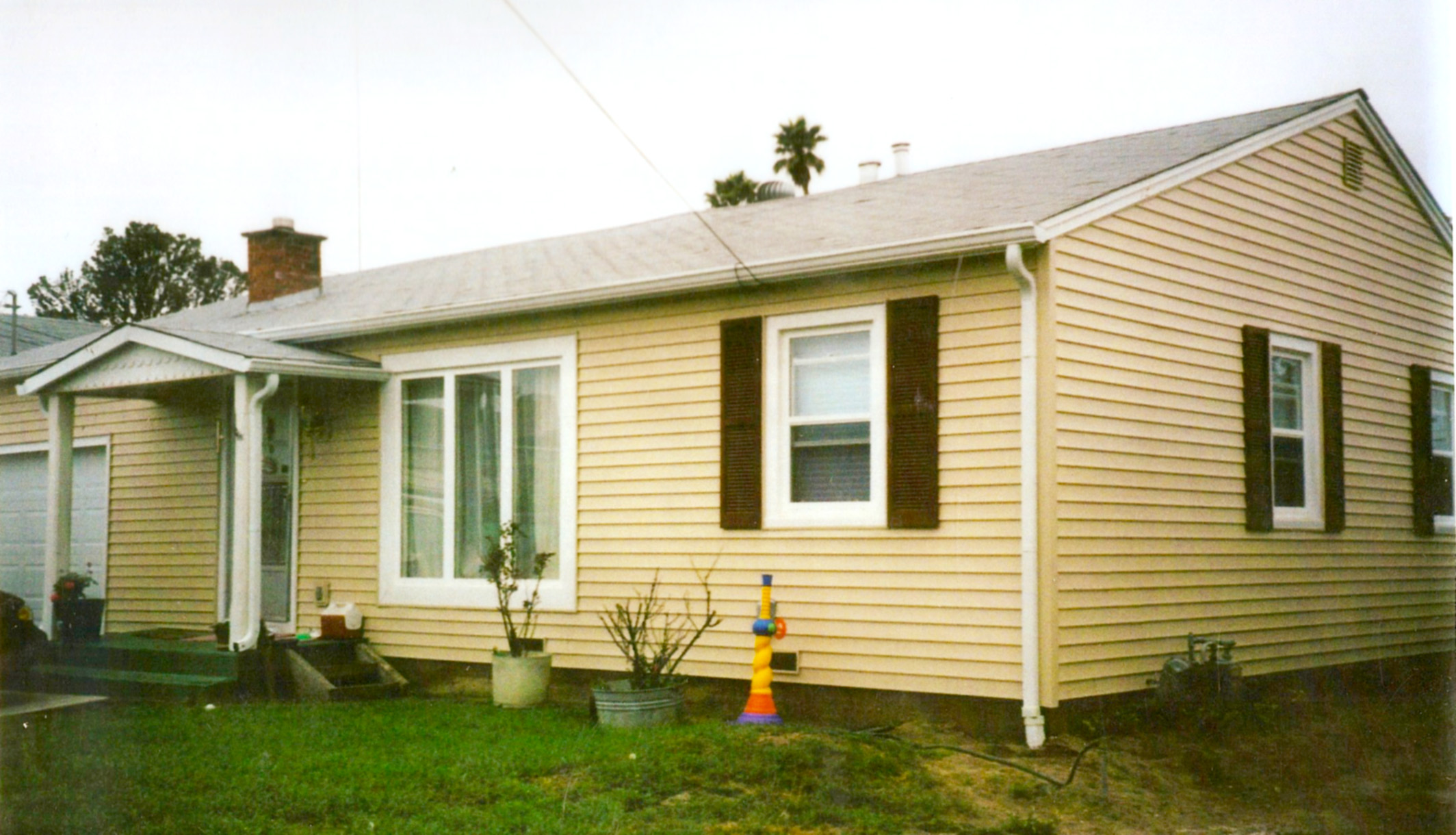 House-rennovated-with-replacement-siding-and-windows