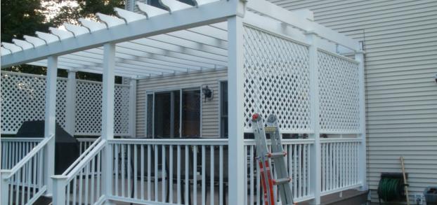 lattice-and-pergola-for-privacy